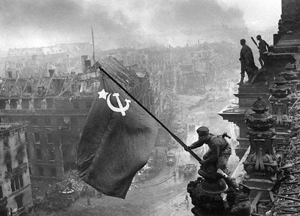 Y un día como hoy, se rendían los nazis... 1945-3-reichstag